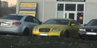 Золотой Bentley Continental GT сняли среди автохлама в Воронеже - Bloknot-Voronezh.Ru